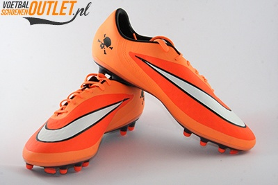 Nike Hypervenom Phatal oranje voor- en zijkant (599075-800)