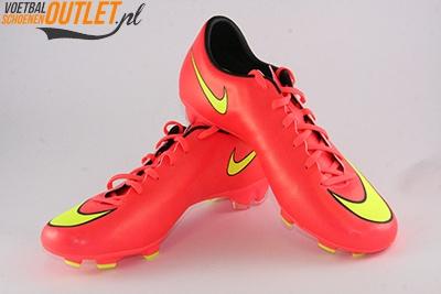 Nike Mercurial Victory rood voor- en zijkant (651632-690)