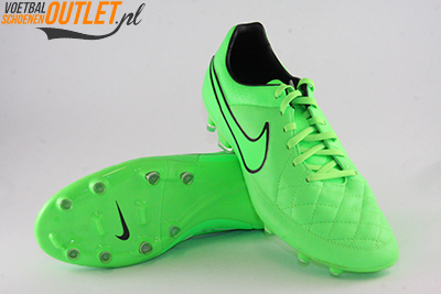 Nike Tiempo Legacy groen voor- en onderkant (631521-330)