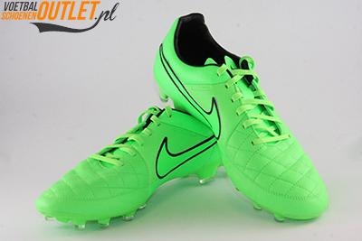 Nike Tiempo Legacy groen voor- en zijkant (631521-330)