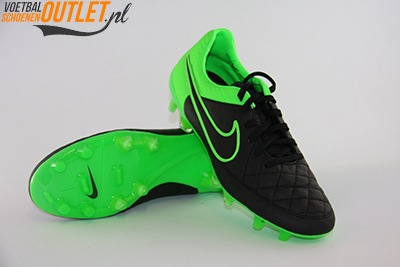 Nike Tiempo Legend zwart groen voor- en onderkant (631518-003)