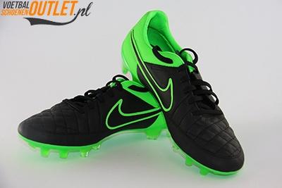 Nike Tiempo Legend zwart groen voor- en zijkant (631518-003)