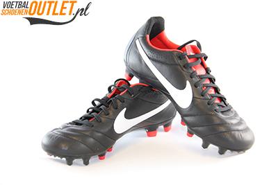 Nike Tiempo Mystic zwart voor- en zijkant (454309-010)