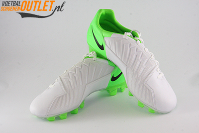 Nike T90 Strike wit groen voor- en zijkant (472562-170)