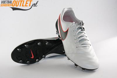 Nike Tiempo Legacy wit zwart voor- en onderkant (819218-001)