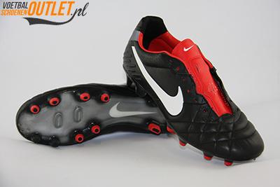 Nike Tiempo Legend zwart rood voor- en onderkant (454316-010)