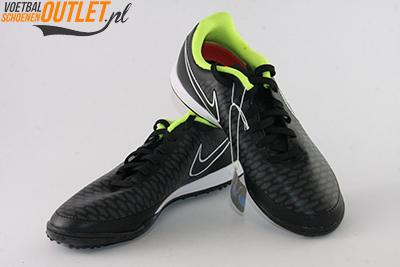 Nike Magista Onda zwart kunstgrasschoenen voor- en zijkant (651657-017)