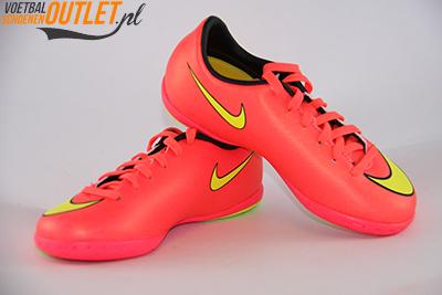 Nike Mercurial Victory rood kids (IC) voor- en zijkant (651639-690)