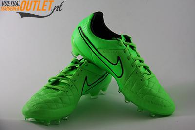 Nike Tiempo Legend groen voor- en zijkant (631518-330)