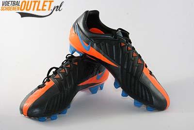 Nike T90 Laser zwart oranje voor- en zijkant (472555-084)