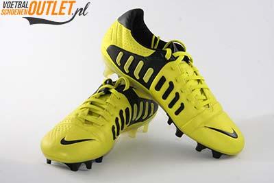 Nike CTR360 Maestri III geel voor- en zijkant (525166-710)