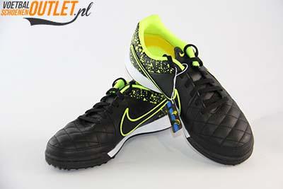 Nike Tiempo Genio zwart leer kids (TF) voor- en zijkant (631529-007)