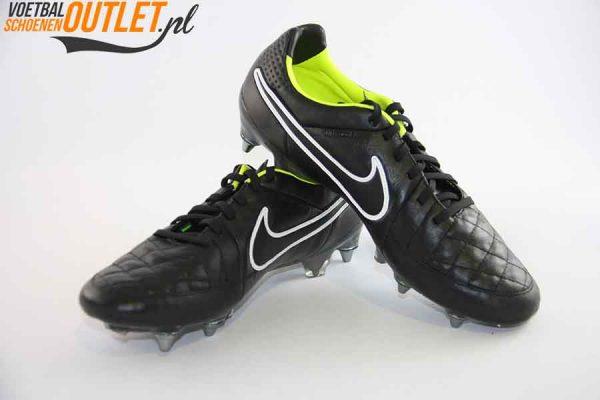 Nike Tiempo Legend zwart schroefnop voor- en zijkant (631614-017)