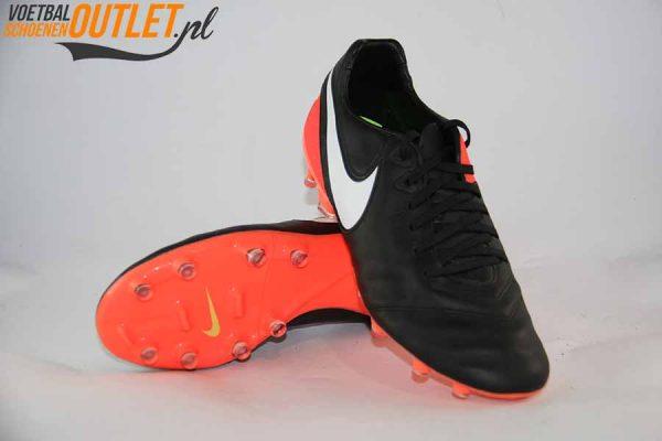 Nike Tiempo Legacy zwart roze voor- en onderkant (918218-018)