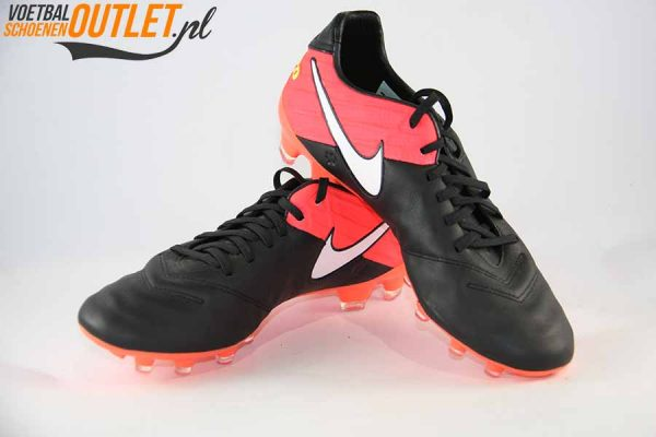 Nike Tiempo Legacy zwart roze voor- en zijkant (918218-018)