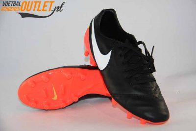 Nike Tiempo Mystic zwart roze voor- en onderkant (819236-018)