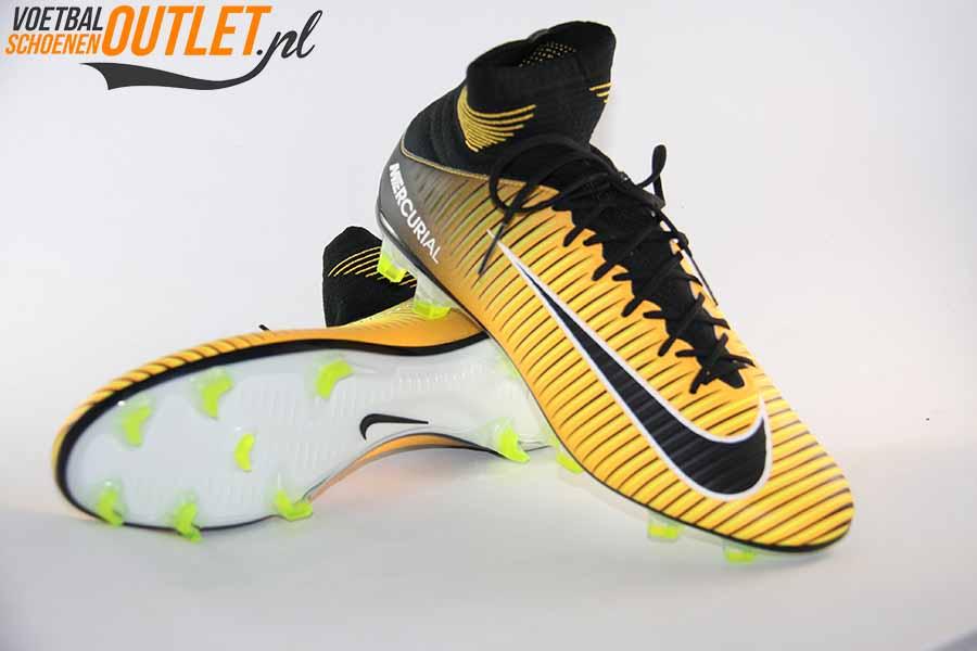 501f4ac16c52b Nike-Mercurial-Veloce-III-oranje-zwart-voor-en-onderkant-831961-801.jpg